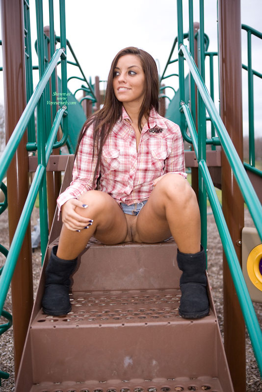 Pic #4 Leanna In The Park