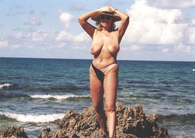 Pic #3 - Topless In  Jamacia