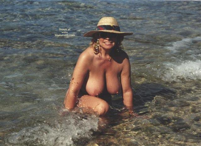 Pic #6 - Topless In  Jamacia