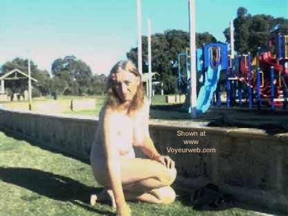 Pic #4 - Aussie GF Goes Public