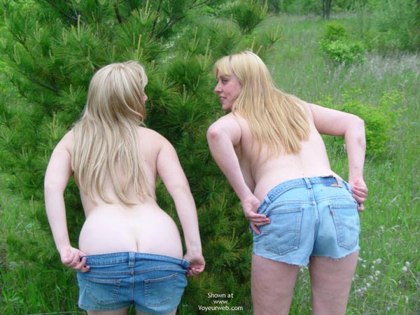 Pic #8 - Roxanne And Rebica Hike Nude
