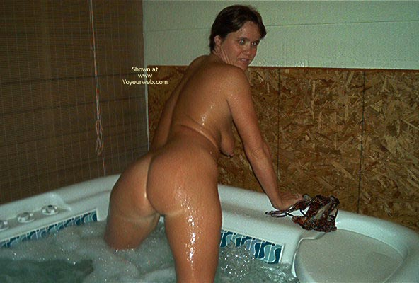 Pic #5 - Tina In The Hott Tub