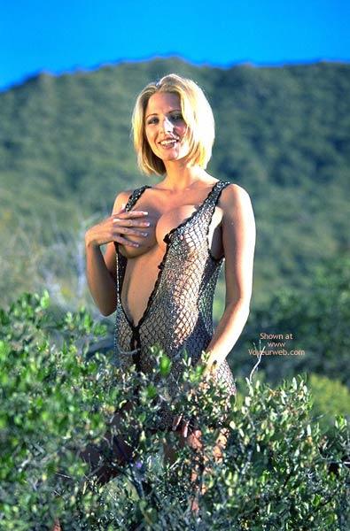 Pic #1 - Naked In The Desert