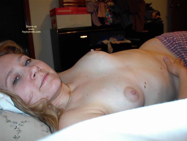 Pic #6 - 30 Year Old Midwest Wife 2