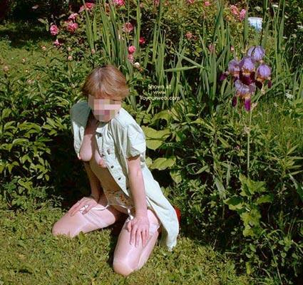 Pic #7 - Fs*Julie Hsavoie In Her Garden