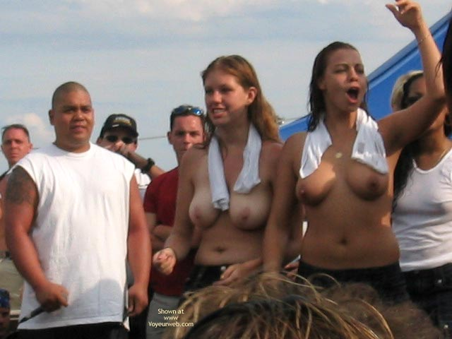 Pic #7 - Nices Girls In Wet T-Shirt Contest