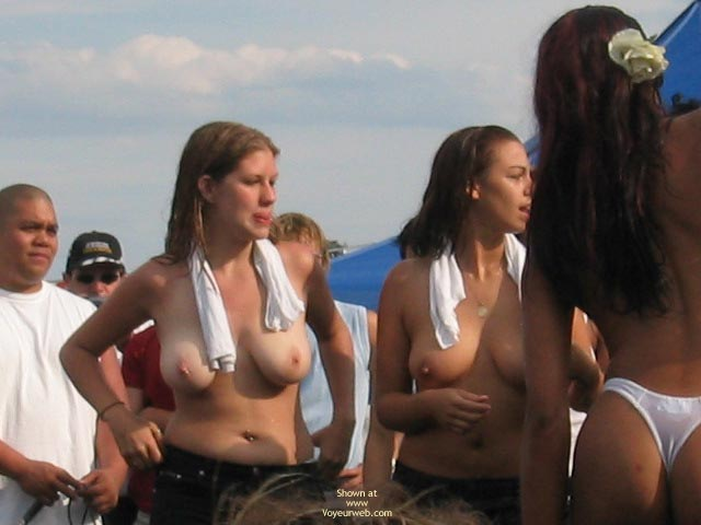 Pic #8 - Nices Girls In Wet T-Shirt Contest