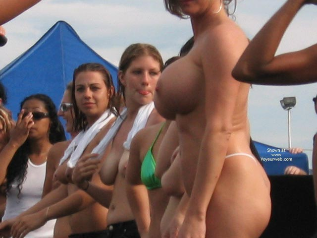 Pic #9 - Nices Girls In Wet T-Shirt Contest