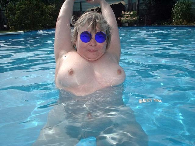 Pic #6 - Sexy Tina´s Pool Pics 6