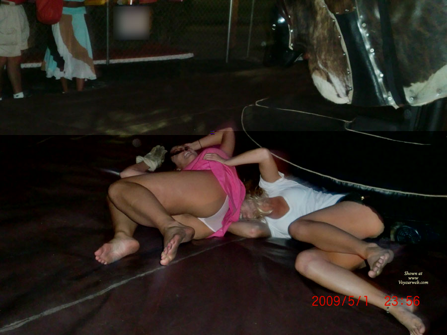 Pic #4 Girls On The Bull