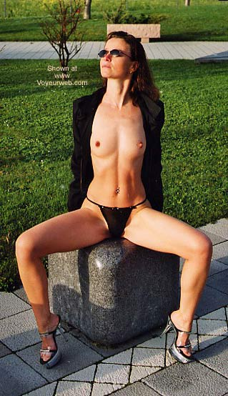 Pic #2 - Laure Nude in Park