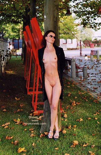 Pic #4 - Laure Nude in Park