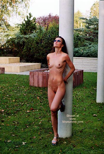 Pic #6 - Laure Nude in Park