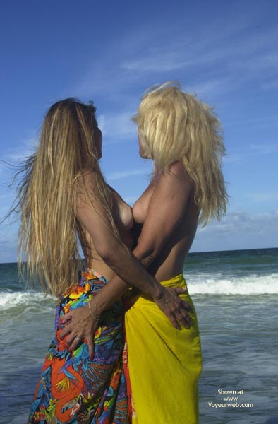 Pic #2 - *Gg Merci And Dee Kissing On The Beach