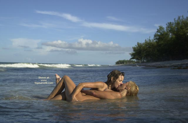 Pic #5 - *Gg Merci And Dee Kissing On The Beach