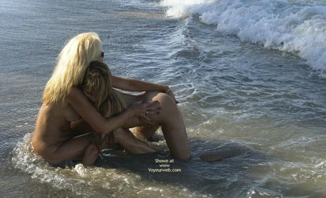 Pic #8 - *Gg Merci And Dee Kissing On The Beach
