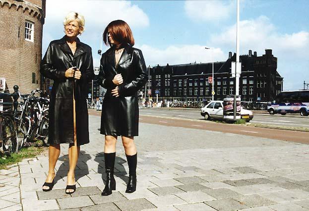 Pic #1 - *GG Greta and Lisa Nude on Prins Hendrikkade