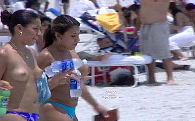 Pic #3 - Candid Topless Beach Babes