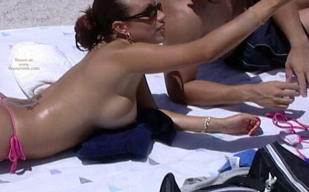 Pic #6 - Candid Topless Beach Babes