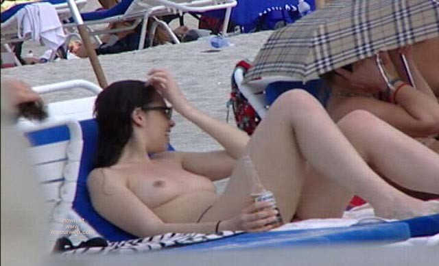 Pic #7 - Candid Topless Beach Babes