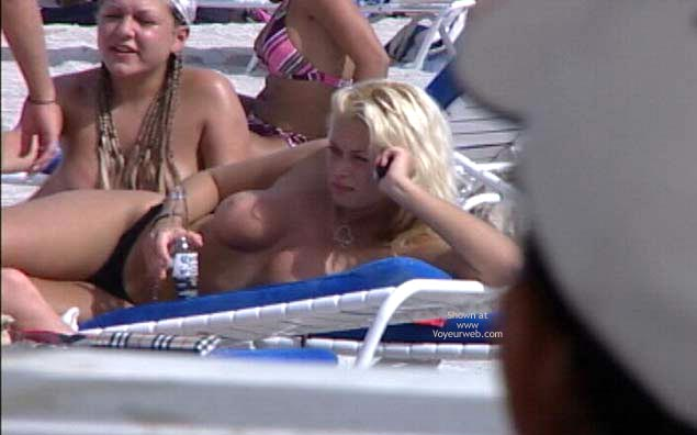 Pic #8 - Candid Topless Beach Babes