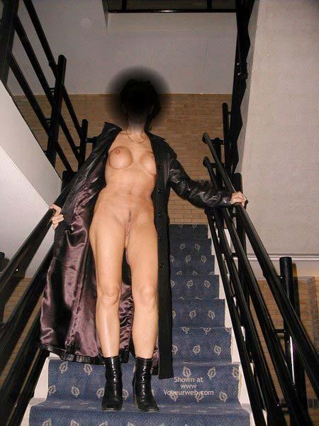 Pic #4 - Monique Walk Around in a Motel