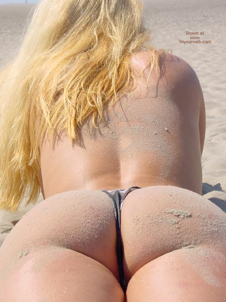 Pic #5 - Svenja Butt Show On The Beach