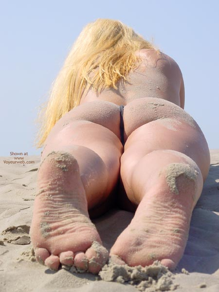 Pic #6 - Svenja Butt Show On The Beach