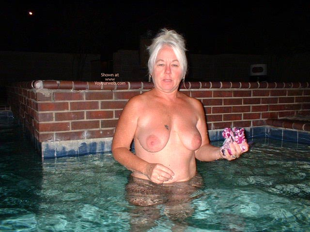 Pic #5 - Tammy Still At The Pool