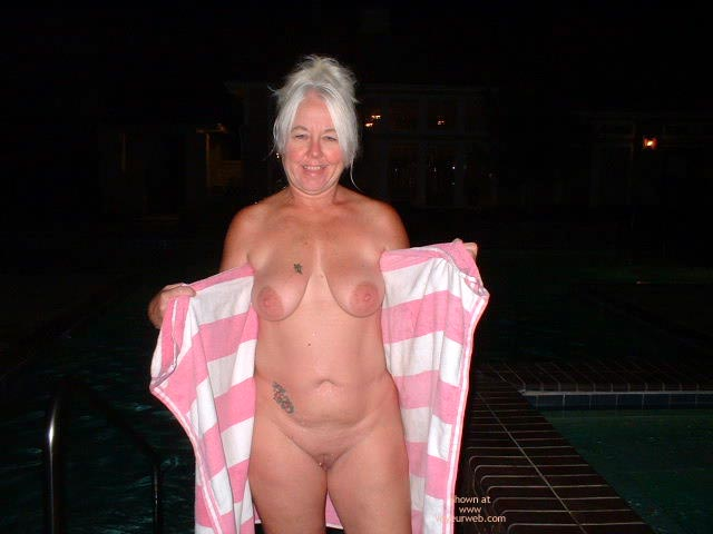 Pic #6 - Tammy Still At The Pool