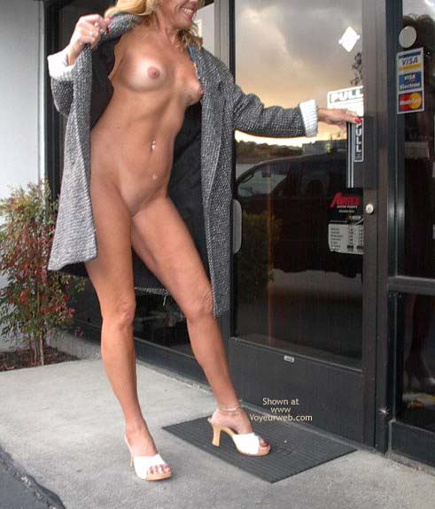 Pic #5 - Dee's a Tease at The Auto Shop !!!!
