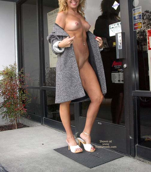 Pic #6 - Dee's a Tease at The Auto Shop !!!!