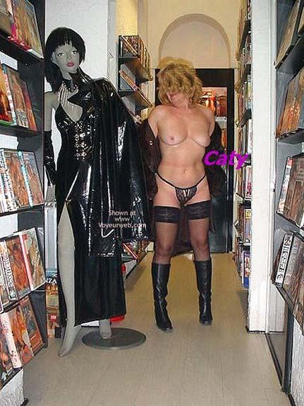 Pic #5 - Caty al Sexy Shop