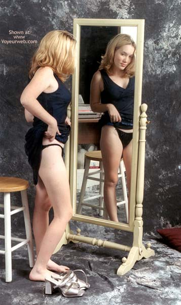 Pic #4 - *SN Amy at The Mirror