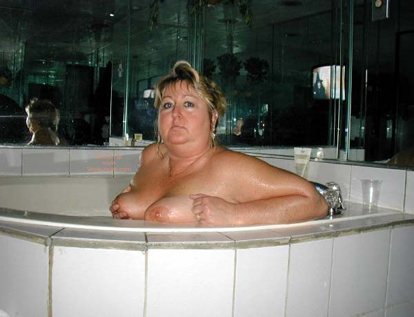 Pic #4 - Toni in The Hot Tub