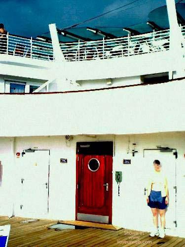 Pic #1 - *PN SueBee On a Deck Far Away
