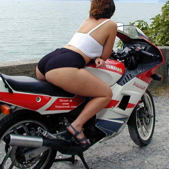 Pic #5 - Tiziana in Moto