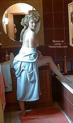 Pic #2 - Gloria en Peignoir Bleu Cette Fois