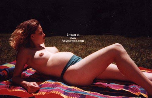 Pic #3 - Pregnant Domeona Sunbathing