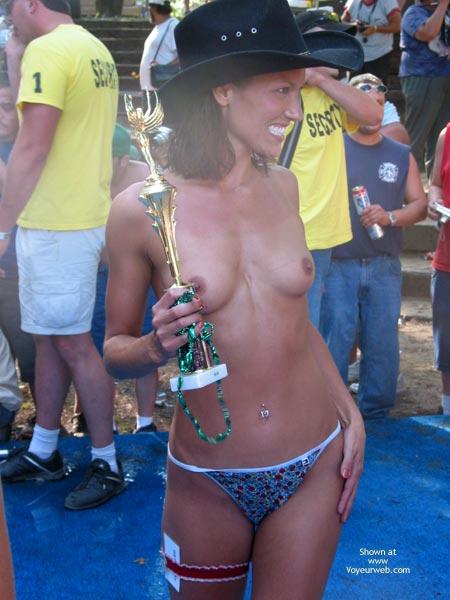 Pic #4 - Fun Shots At Nudes A Poppin