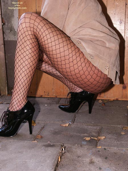 Pic #5 - Susy Rocks Desperation In Fishnets