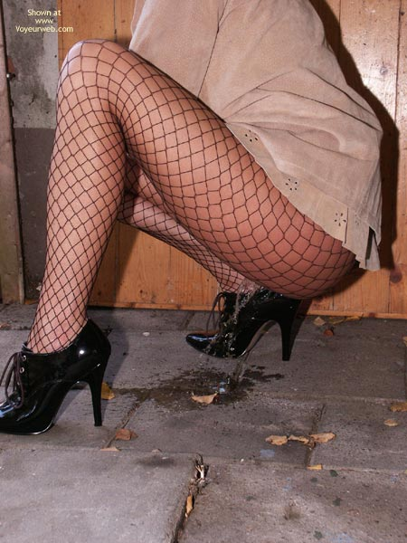 Pic #7 - Susy Rocks Desperation In Fishnets