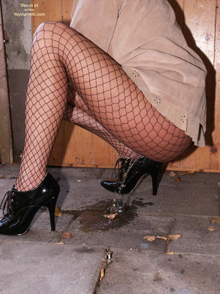 Pic #8 - Susy Rocks Desperation In Fishnets