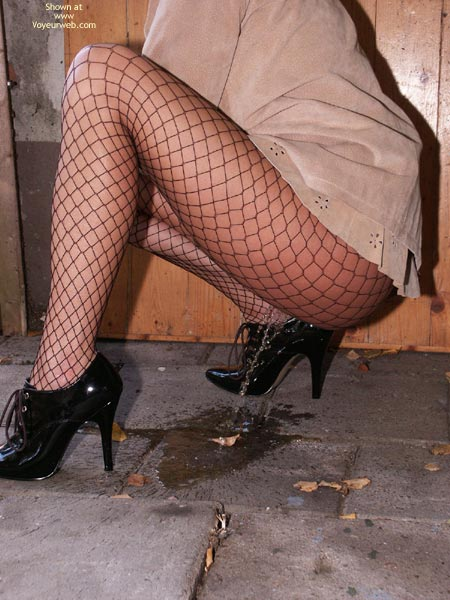 Pic #9 - Susy Rocks Desperation In Fishnets