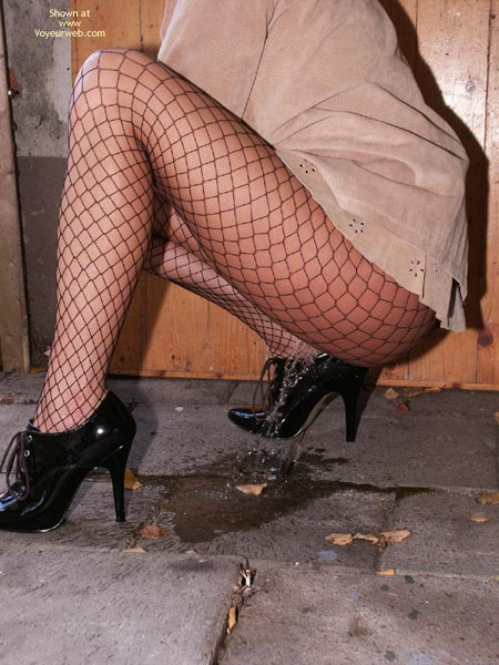 Pic #10 - Susy Rocks Desperation In Fishnets