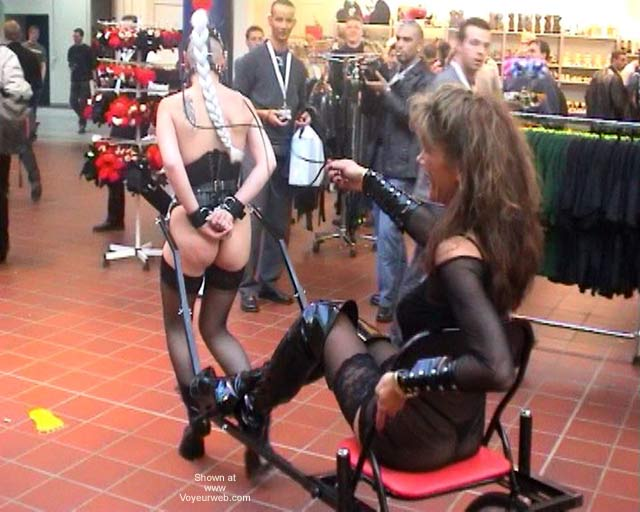 Pic #8 - German Erotic Fair Venus 52