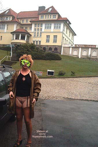 Pic #1 - Mausi Nude in Public