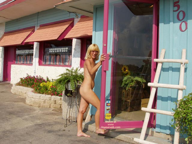 Pic #1*Sn Leigh Invades Trading Post