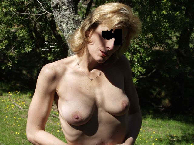 Pic #1 - Naked in The Park