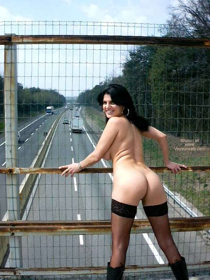 Pic #3 - Sweet and Erotic Vanessa Nude Out the City